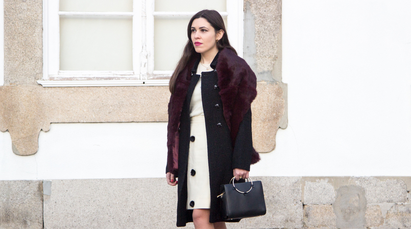 Le Fashionaire Don't get envy, get proactive! blogger catarine martins fashion inspiration white nude black pompons old skirt burgundy fur sfera stole black bag gold hoop zara 4858F EN 805x450