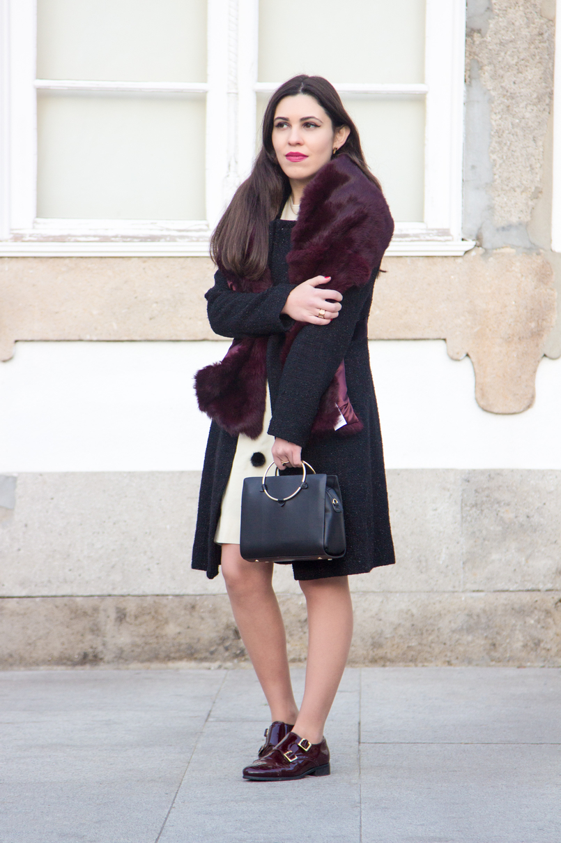 Le Fashionaire Don't get envy, get proactive! blogger catarine martins fashion inspiration white nude black pompons old skirt burgundy fur sfera stole black bag gold hoop zara 4868 EN 805x1208