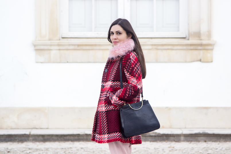 Le Fashionaire How to wear the red and pink trend blogger catarine martins fashion inspiration wool coat outerwear zara red pin trend black vintage bag silver hoop 6585 EN 805x537