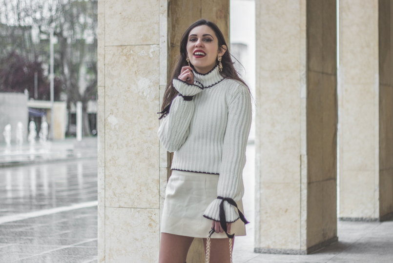 Le Fashionaire Dont be like the rest of them blogger catarine martins knit sweater wool white bell sleeves black bow shein white nude old skirt bold mango gold lion pearl earrings 0963 EN 805x539