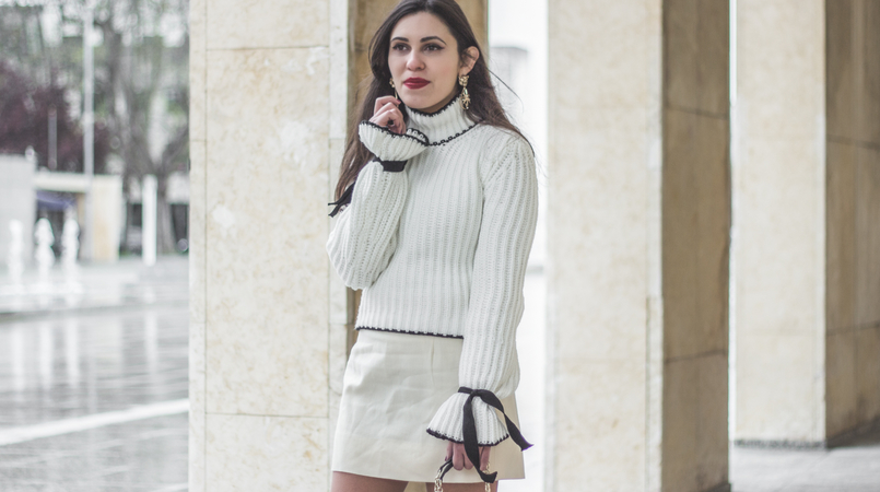Le Fashionaire Dont be like the rest of them blogger catarine martins knit sweater wool white bell sleeves black bow shein white nude old skirt bold mango gold lion pearl earrings 0964F EN 805x450