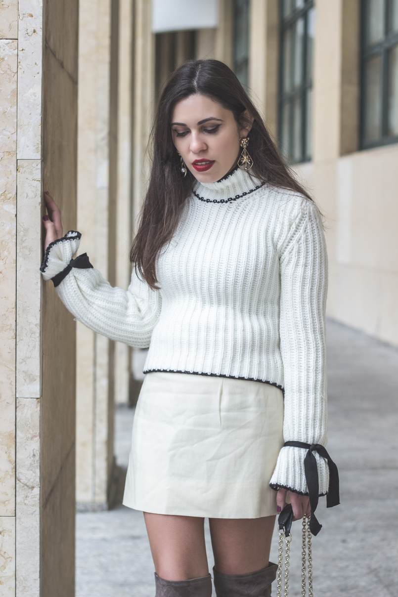 Le Fashionaire Dont be like the rest of them blogger catarine martins knit sweater wool white bell sleeves black bow shein white nude old skirt bold mango gold lion pearl earrings 0983 EN 805x1208