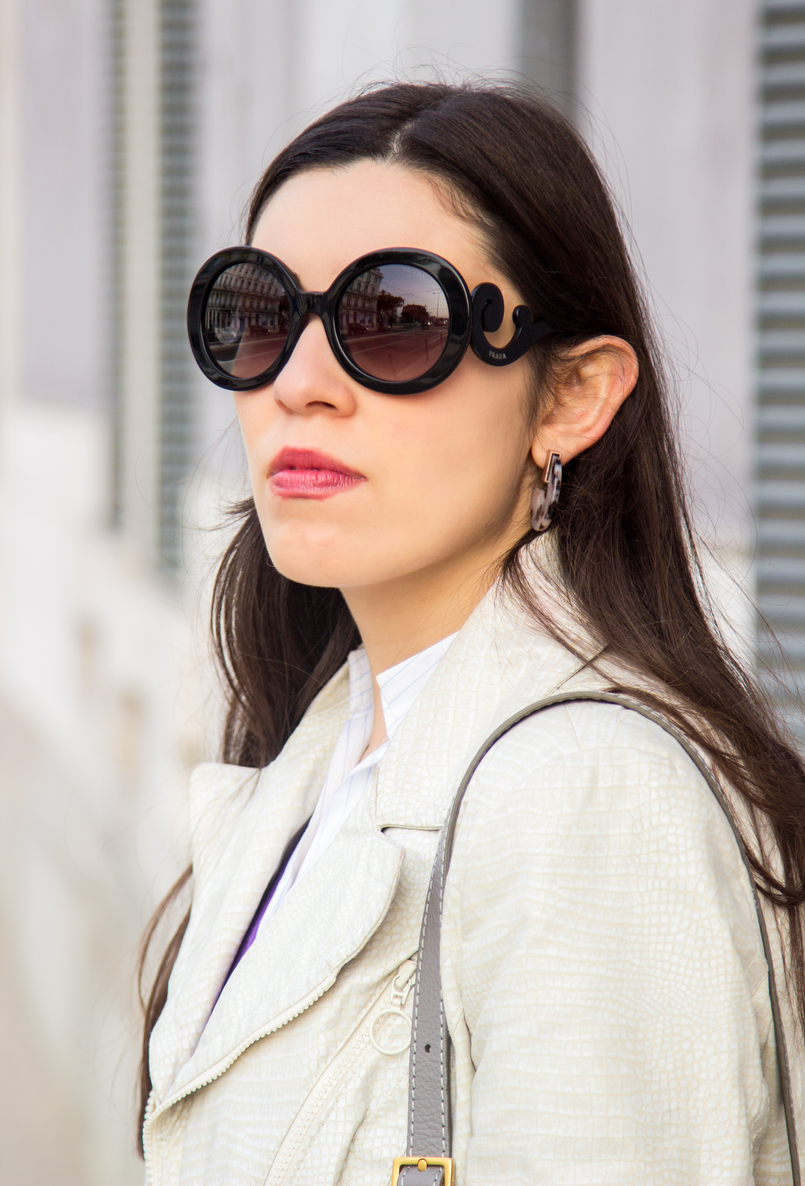 Le Fashionaire Make it happen blogger catarine martins white snake texture zara jacket white pale blue stripes oversized zara shirt prada baroque black sunglasses 6661 EN 805x1186