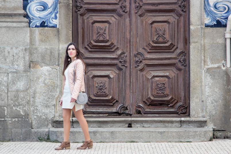 Le Fashionaire Ares de primavera blogueira catarine martins casaco rosa claro polipele zara botins castanhos franjas tachas bershka chloe mini marcie cinzenta pele 7335 PT 805x537