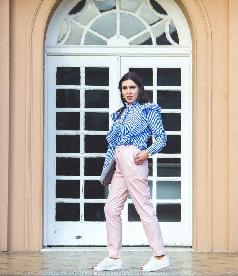 Le Fashionaire Silêncio camisa riscas azul branca shein folhos sapatilhas brancas camurca ponta dourada metal adidas super star clutch cinza pelo sfera 1867 PT 805x935