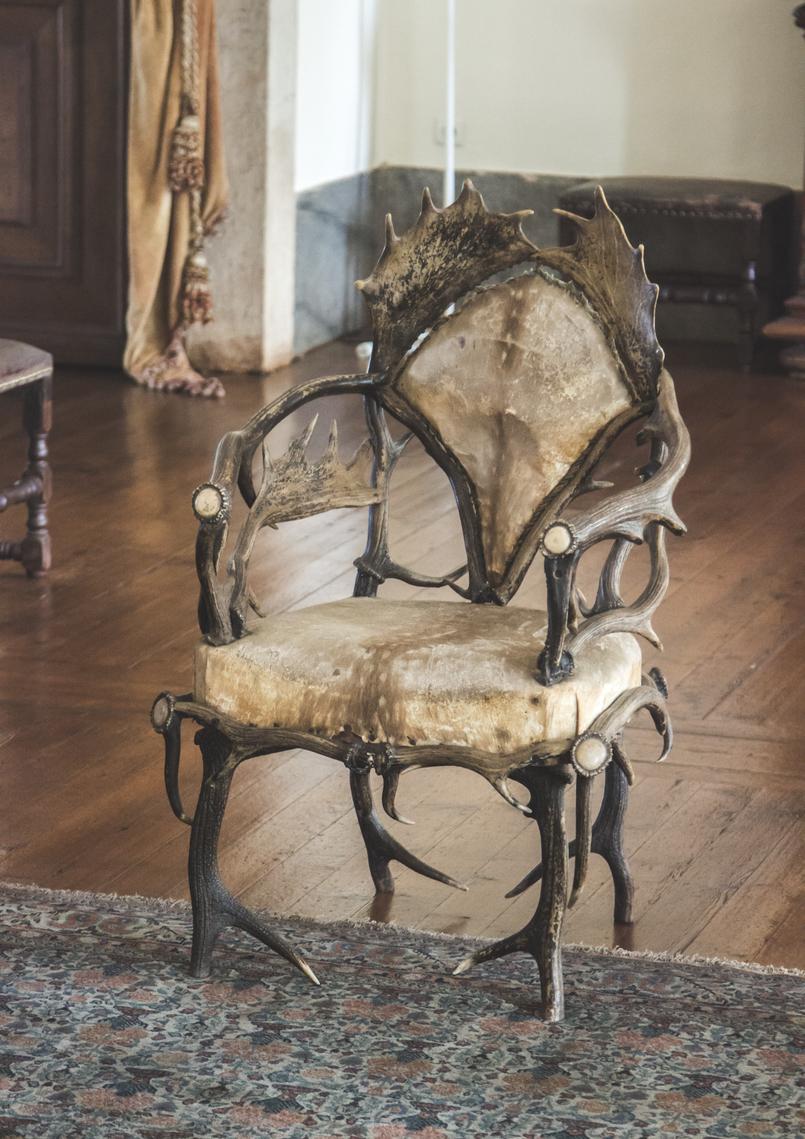 Le Fashionaire Palácio Nacional de Mafra chifres sala caca cadeiras veados castanho salas repletas opulencia palacio nacional mafra 5523 PT 805x1139