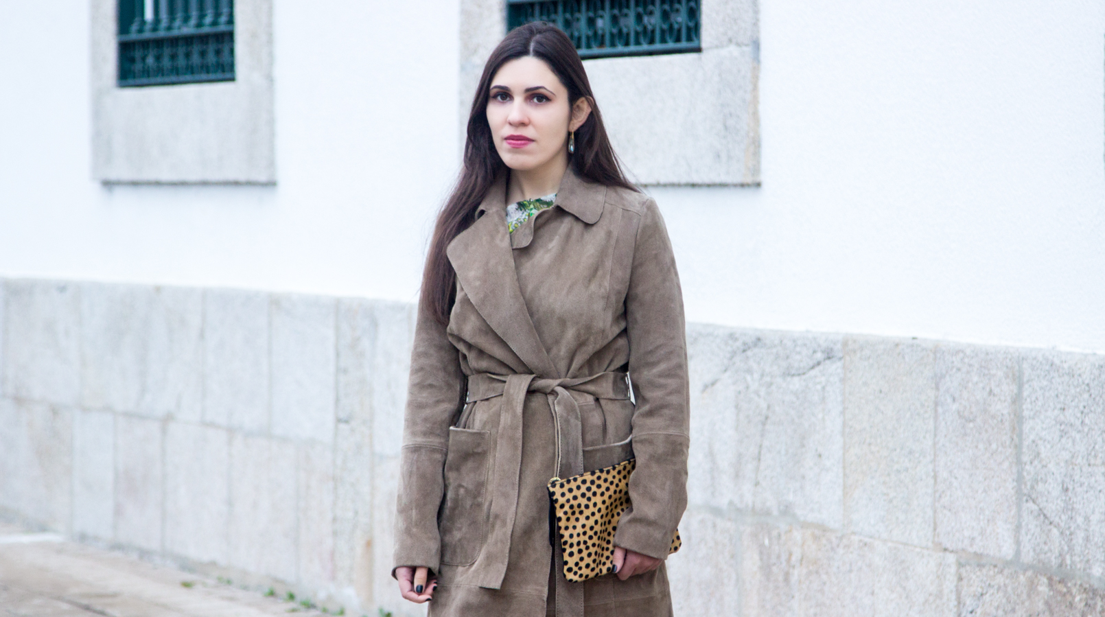 Le Fashionaire Be yourself! fashion inspiration camel brown mango leather trench coat flowers green white zara blouse leopard giraffe fur leather sfera clutch 7137F EN