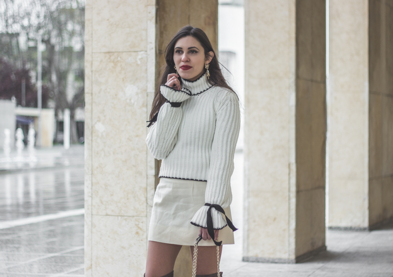 Le Fashionaire Dont be like the rest of them fashion inspiration knit sweater wool white bell sleeves black bow shein white nude old skirt bold mango gold lion pearl earrings 0964 EN 805x568
