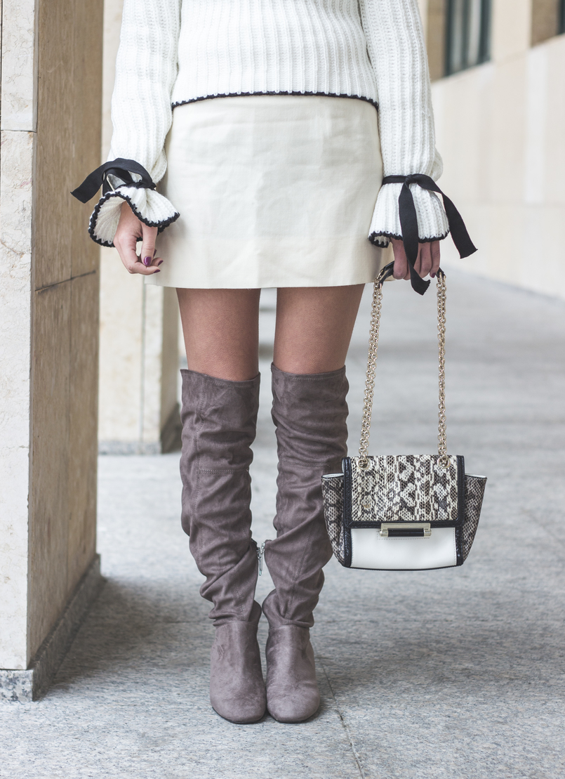 Le Fashionaire Dont be like the rest of them fashion inspiration white nude old skirt white black leather snake print diane von furstenberg clutch over knee suede gray bershka boots 0992 EN 805x1109