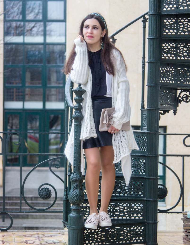 Le Fashionaire You have to let it go fashion inspiration white wool long asymmetric vintage cardigan black fake leather front buttons zara skirt pale pink bow stradivarius flats 7845 EN 805x1039