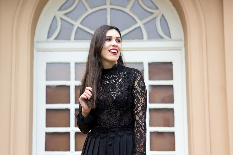 Le Fashionaire A skirt with history lace zara transparent turtle neck blouse black red lipstick nars olivia 7029 EN 805x537
