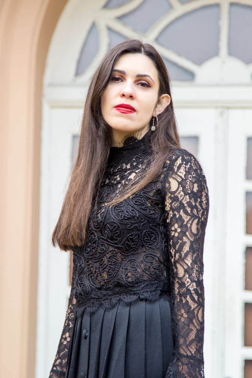 Le Fashionaire A skirt with history lace zara transparent turtle neck blouse black red lipstick nars olivia gold hoop pearl detail hm earrings 7027 EN 805x1208