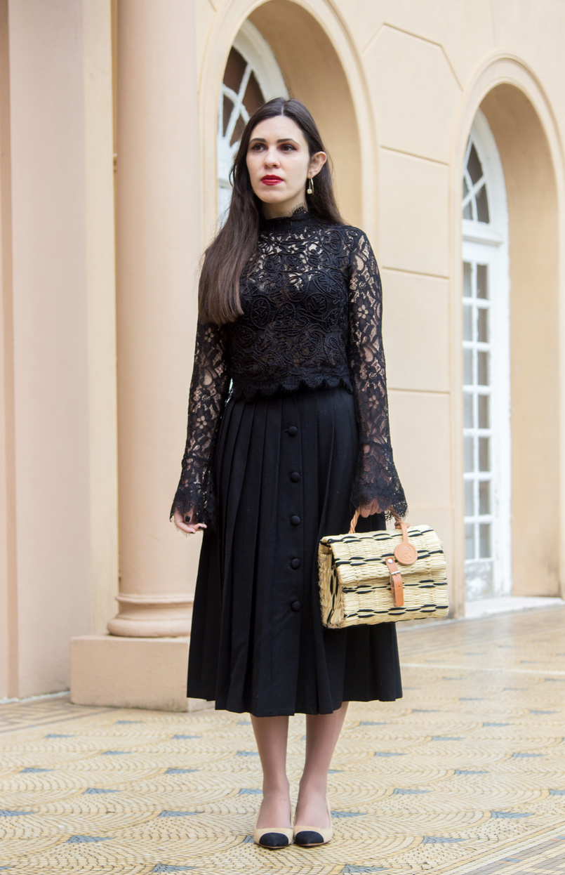 Le Fashionaire A skirt with history lace zara transparent turtle neck blouse black white nude black pointed shoes zara chanel like straw trendy basket black leather buckle toino abel 7035 EN 805x1246