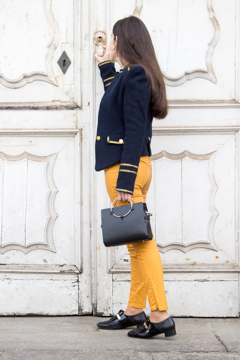 Le Fashionaire Are we our worst enemies? military dark blue gold wool zara jacket black gold vinyl flats shoes black zara bag gold hoop 7435 EN 805x1208