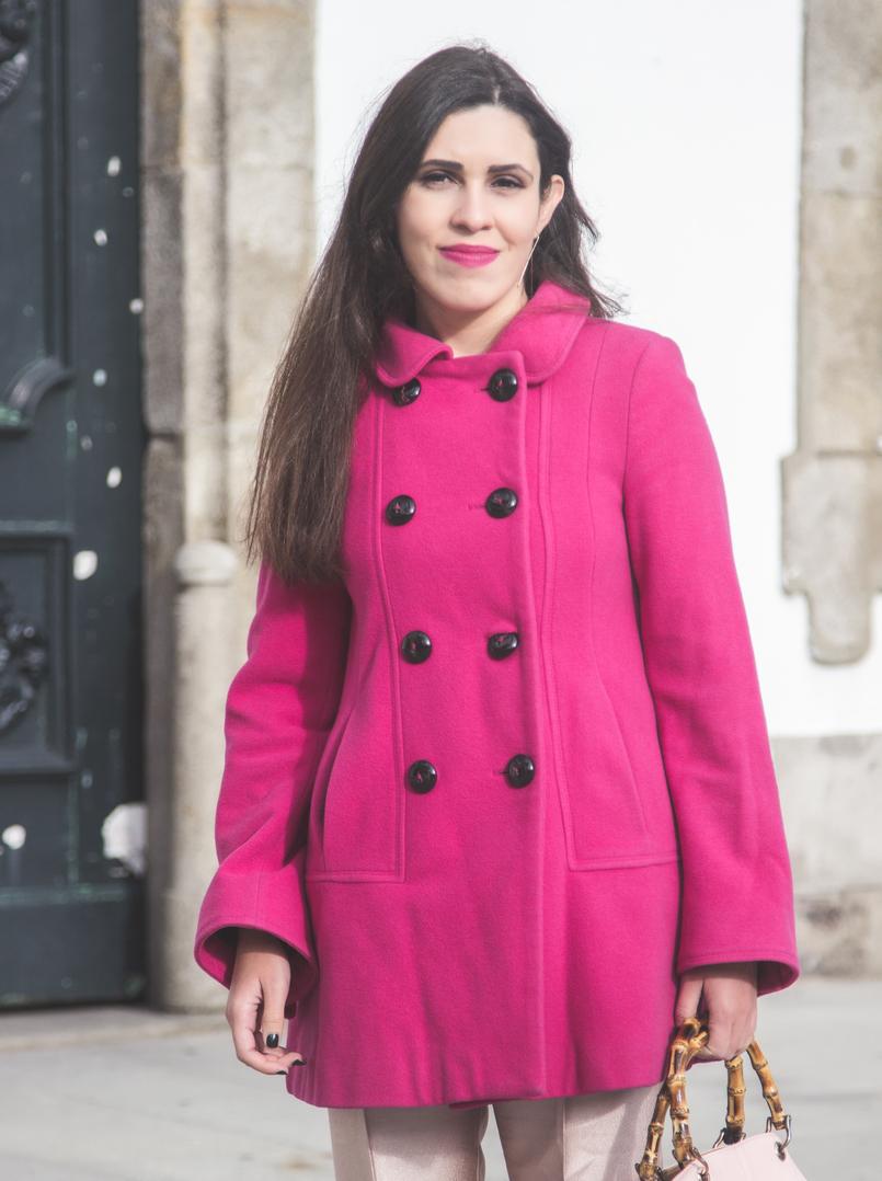 Le Fashionaire 50 tons de rosa moda inspiracao casaco la zara rosa choque botoes pretos calcas rosa bebe brilhantes zara mala parfois rosa bebe pega bamboo 7284 PT 805x1078