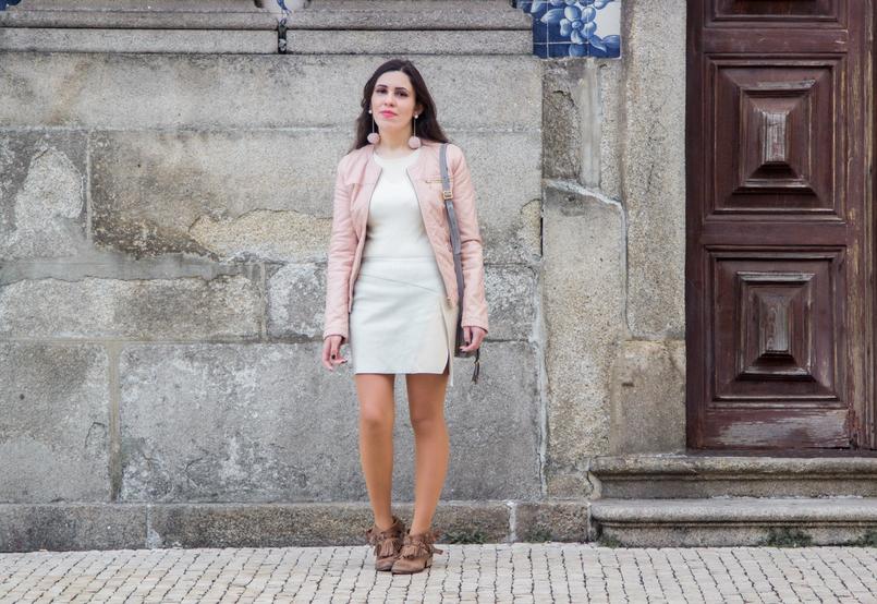 Le Fashionaire Ares de primavera moda inspiracao casaco rosa claro polipele zara saia assimetrica cores pastel branco verde rosa zara botins castanhos franjas tachas bershka 7321 PT 805x554