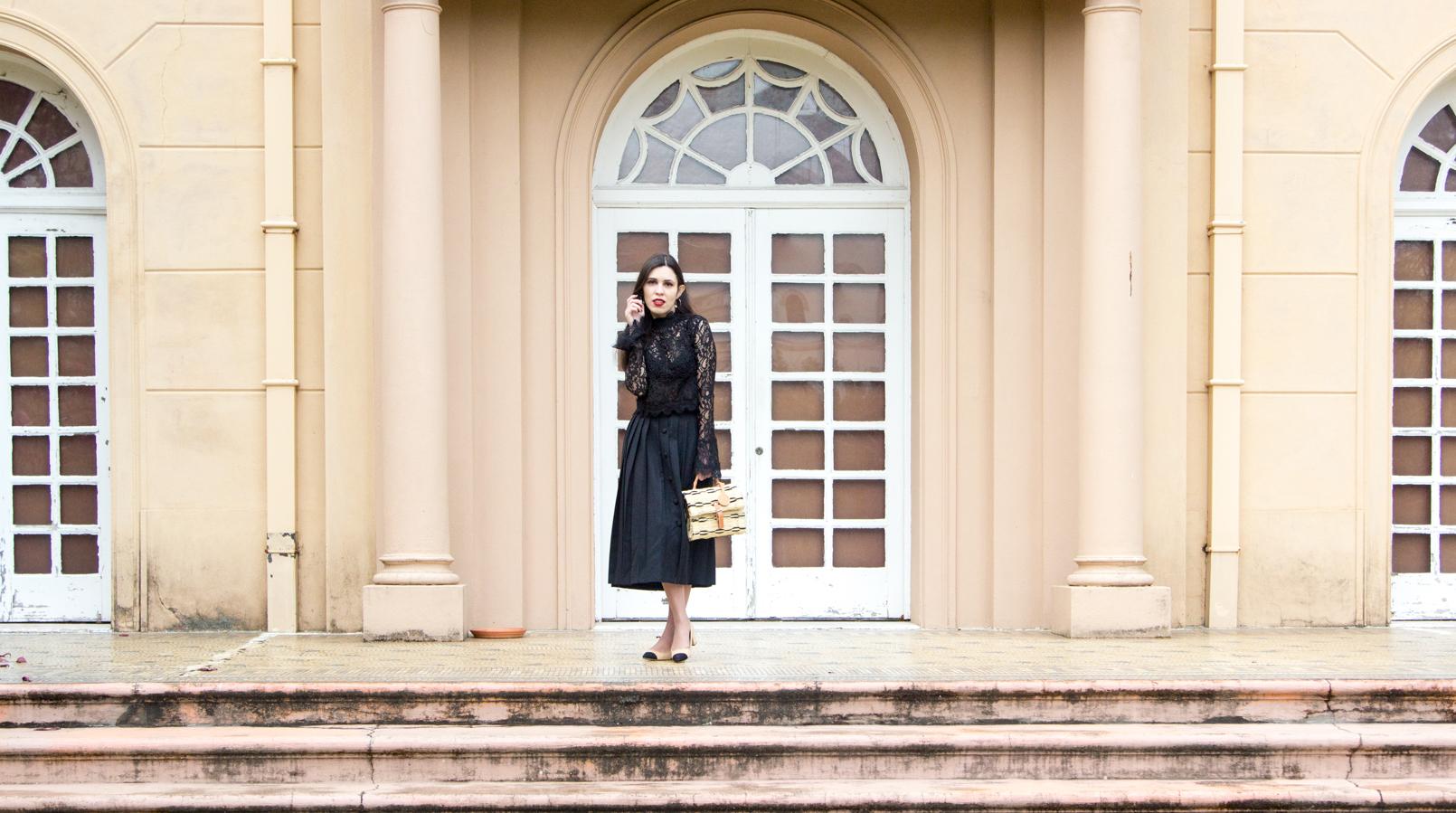 Le Fashionaire Uma saia com história saia midi preta pregas rodada vintage botoes blusa preta renda transparente zara cesta verga preta bege toino abel fivela pele 7052F PT
