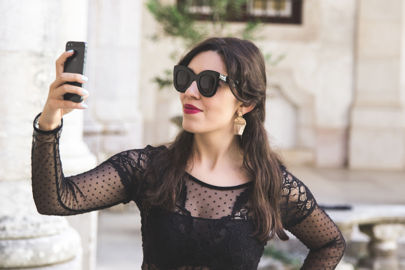Le Fashionaire Mafra National Palace selfie blogger catarine martins fashion inspiration celine marta black sunglasses embroidered lace intimissimi body mafra national palace 5645 EN 805x537