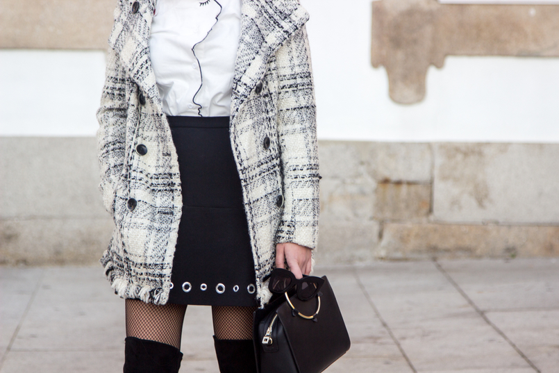Le Fashionaire How to make fishnet tights look stylish tartan coat outerwear zara white shein shirt face neck red nails details eyelet black michael kors mini skirt calzedonia black fishnets 3945 EN 805x537