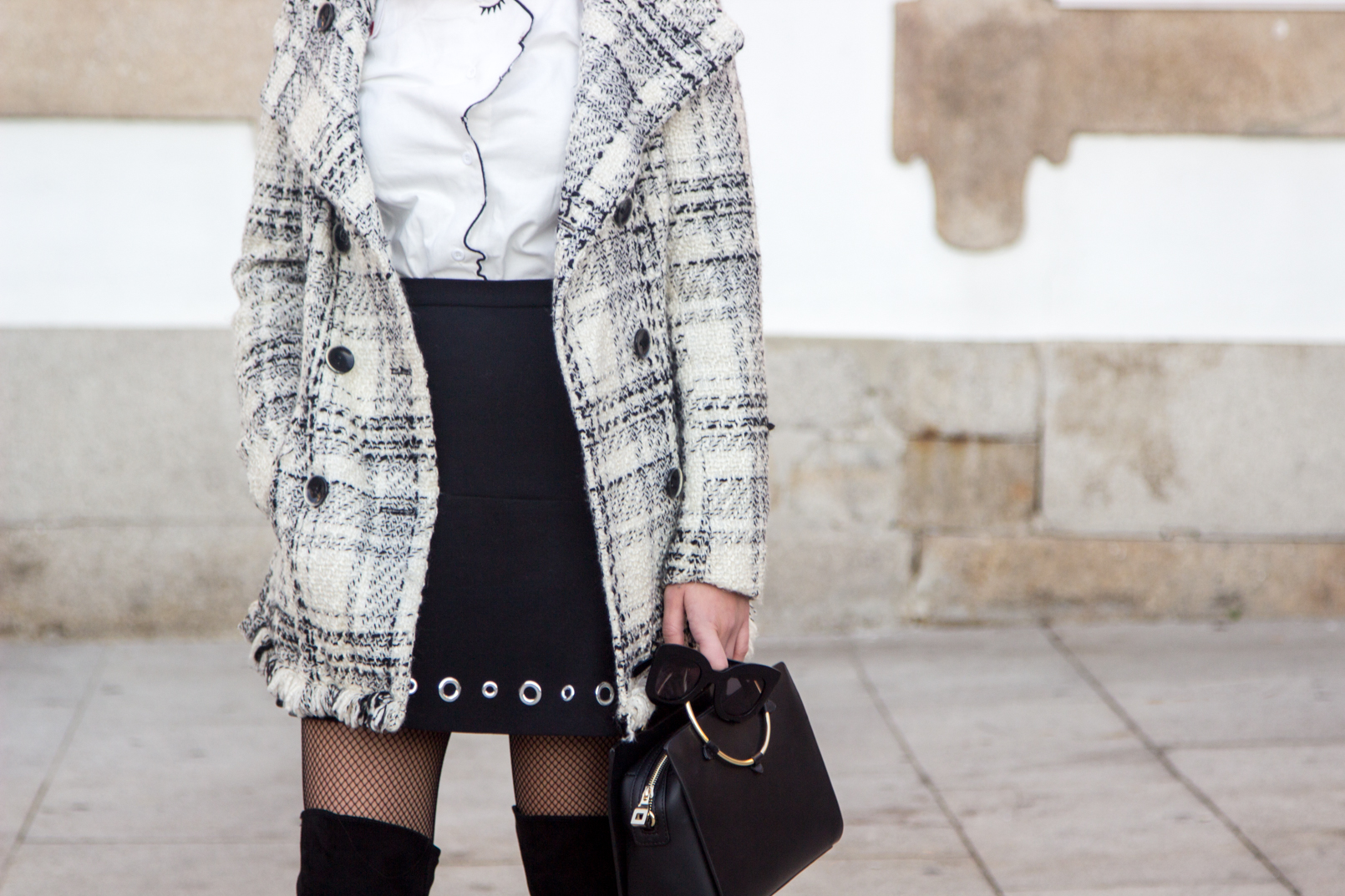 Le Fashionaire How to make fishnet tights look stylish tartan coat outerwear zara white shein shirt face neck red nails details eyelet black michael kors mini skirt calzedonia black fishnets 3945 EN
