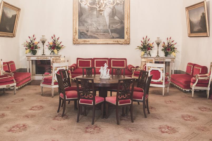 Le Fashionaire Palácio Nacional de Mafra vermelha sala veludo ornamentado salas repletas opulencia palacio nacional mafra 5495 PT 805x537