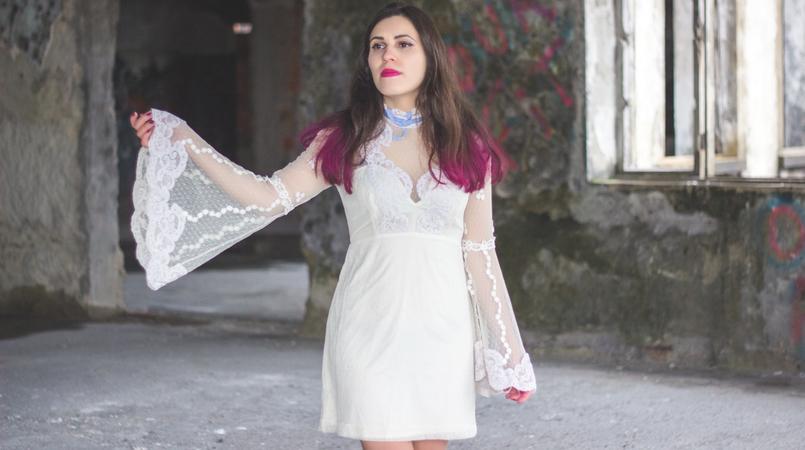 Le Fashionaire Sonhos cor de rosa vestido asos branco rendado eduardiano renda mangas sino laco azul spray rosa choque colorista loreal batom rosa choque flat out fabulous mac 1182F PT 805x450