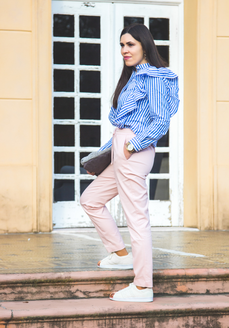 Le Fashionaire Silence white blue stripes ruffles trend shein shirt baggy sporty pale pink zara trousers white gold pointed leather adidas sneakers super star 1852 EN 805x1152