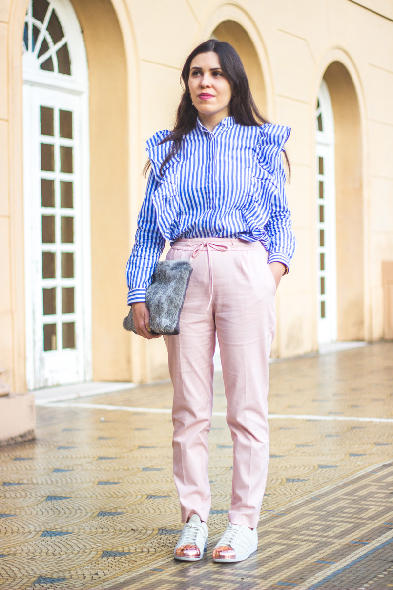 Le Fashionaire Silence white blue stripes ruffles trend shein shirt baggy sporty pale pink zara trousers white gold pointed leather adidas sneakers super star 1882 EN 805x1208