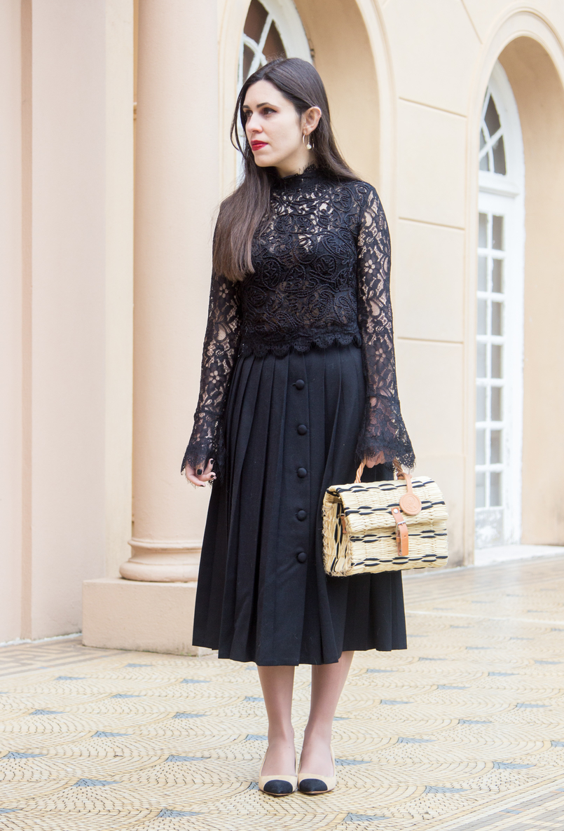 Le Fashionaire A skirt with history white nude black pointed shoes zara chanel like gold hoop pearl detail hm earrings straw trendy basket black leather buckle toino abel 7038 EN 805x1186
