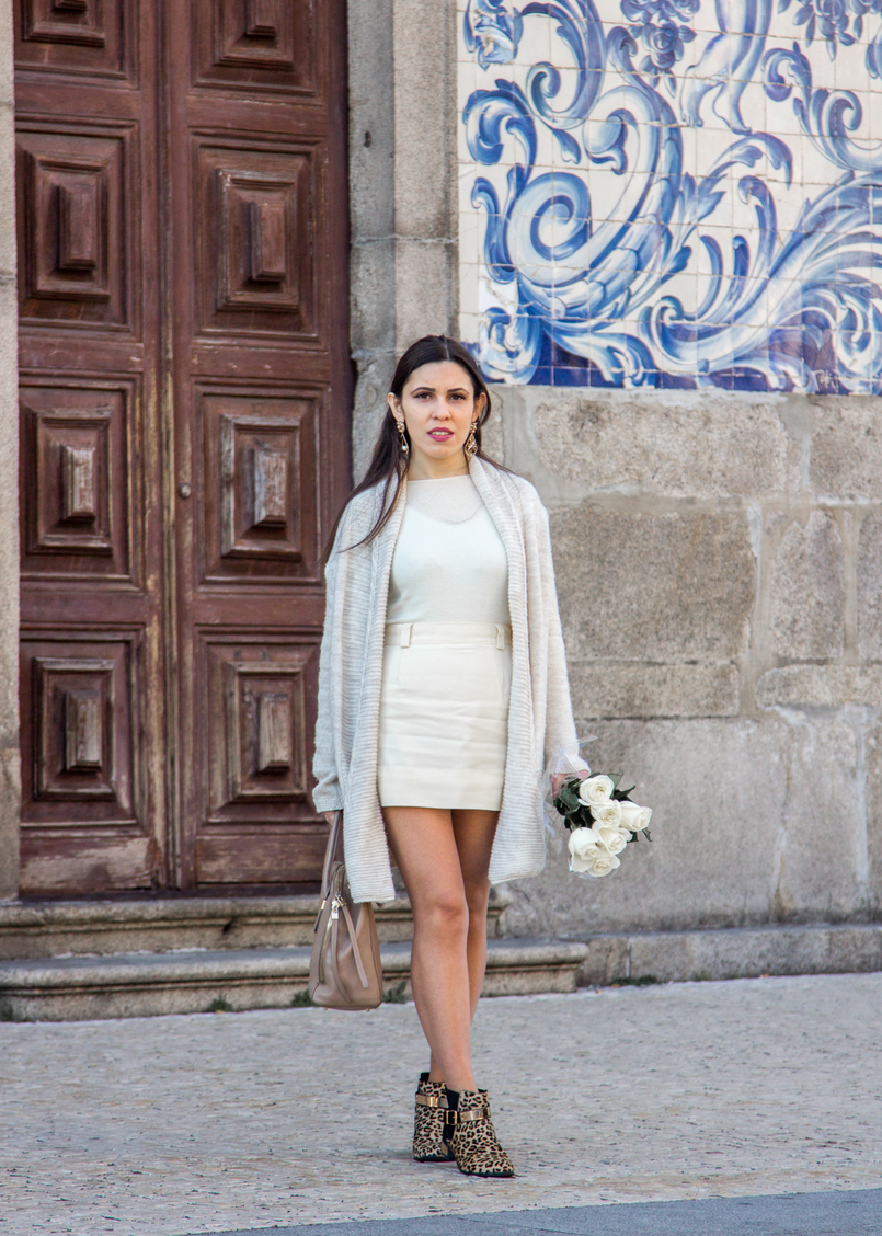 Le Fashionaire March is for fresh flowers white nude wool maxi cardigan nude mini skirt vintage white cashmere sweater mango ribbed nude leopard leather gold details asos ankle boots 3749 EN 805x1128