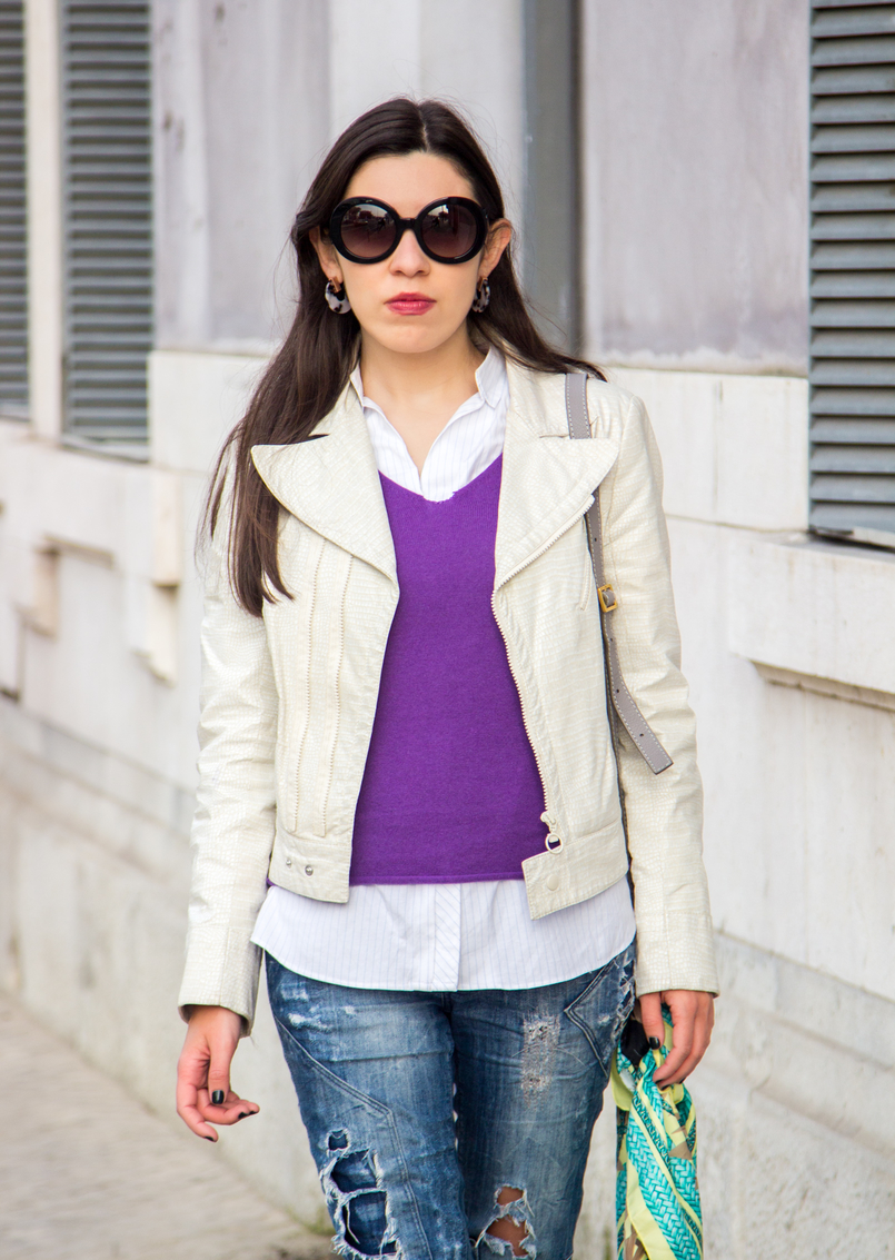 Le Fashionaire Make it happen white snake texture zara jacket cashmere purple sweater massimo dutti white pale blue stripes oversized zara shirt prada baroque black sunglasses 6654 EN 805x1133