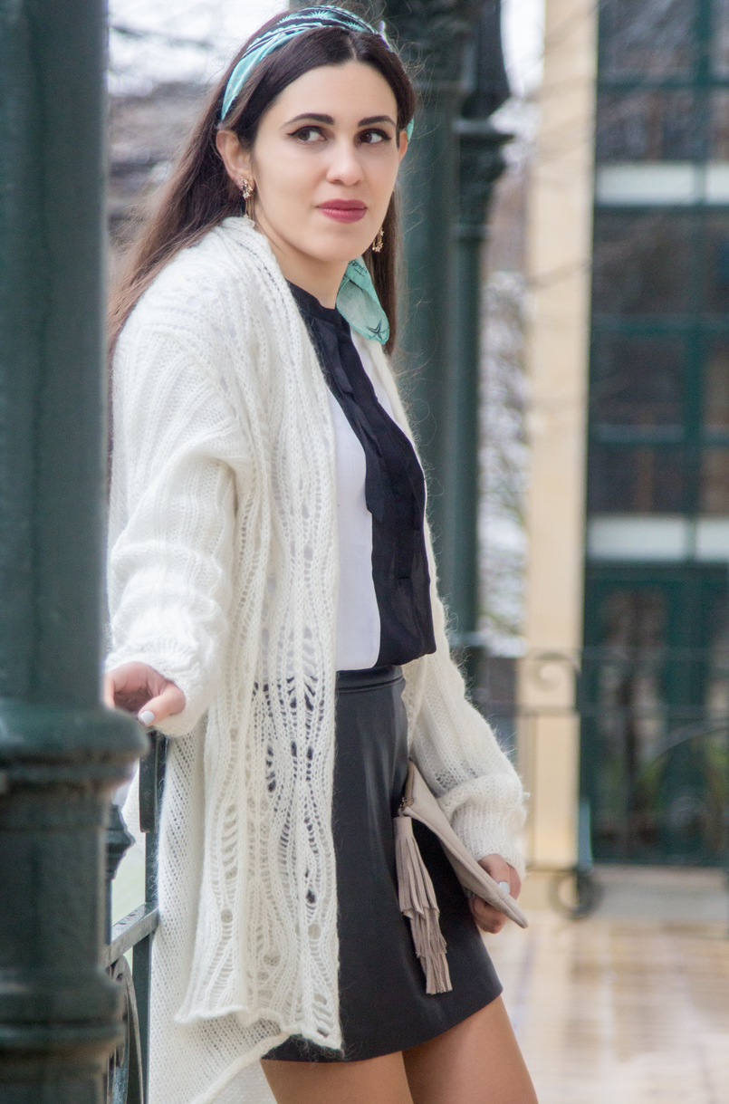 Le Fashionaire You have to let it go white wool long asymmetric vintage cardigan black fake leather front buttons zara skirt white black bow zara shirt stars blue long gold zara earrings 7823 EN 805x1219