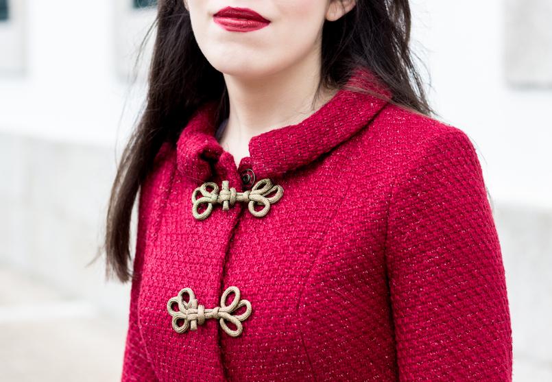 Le Fashionaire Hoje é para viver batom vermelho blogueira catarine martins moda inspiracao casaco vermelho pormenores dourado militar lanidor 0924 PT 805x557