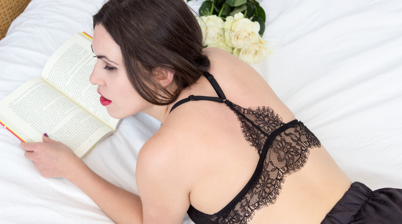 Le Fashionaire Pause blogger catarine martins fashion inspiration black lace mango bra white rose 1757F EN 805x450