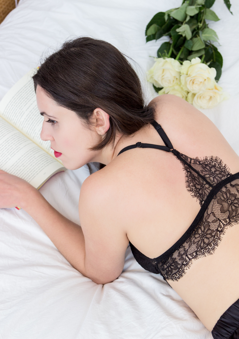 Le Fashionaire Pause blogger catarine martins fashion inspiration black lace mango bra white rose 1763 EN 805x1142