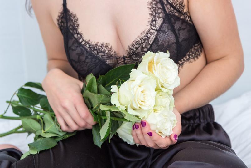 Le Fashionaire Pause blogger catarine martins fashion inspiration black lace mango bra white rose 1799 EN 805x537