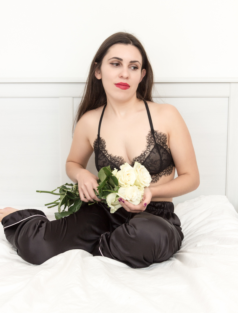 Le Fashionaire Pause blogger catarine martins fashion inspiration black lace mango bra white rose 1804 EN 805x1061