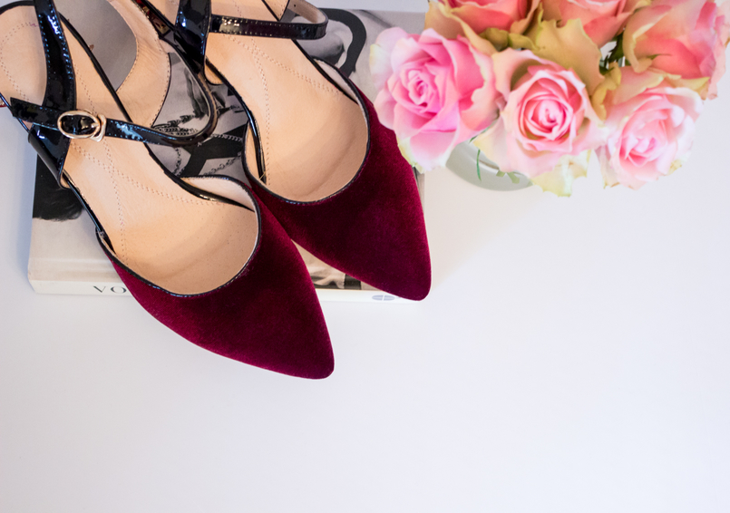 Le Fashionaire My Zaful shoes blogger catarine martins fashion inspiration shoes color wine velvet golden heels flowers ornate red zaful flowers roses 5265 EN 805x566