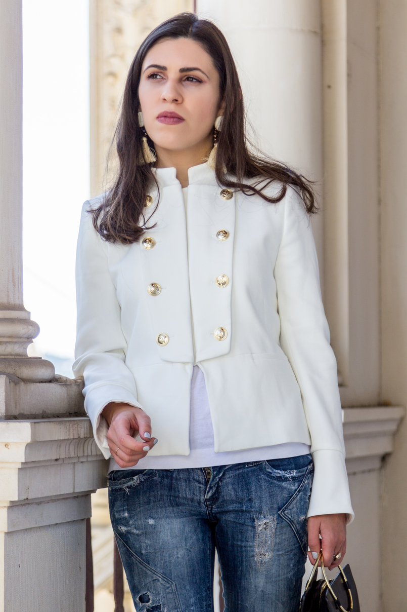 Le Fashionaire Old School blogger catarine martins fashion inspiration white military gold buttons zara new collection jacket white tassels brown mango bold earrings 2652 EN 805x1208