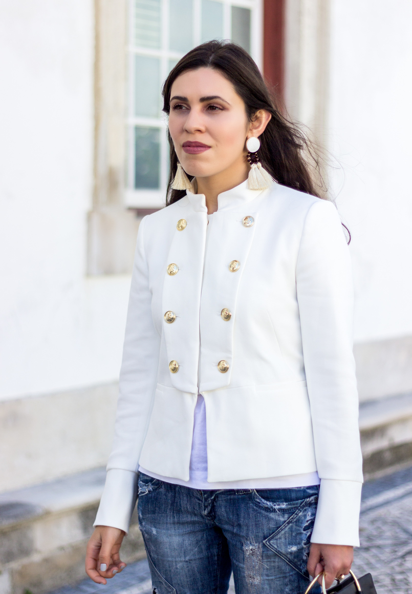 Le Fashionaire Old School blogger catarine martins fashion inspiration white military gold buttons zara new collection jacket white tassels brown mango bold earrings 2689 EN 805x1159