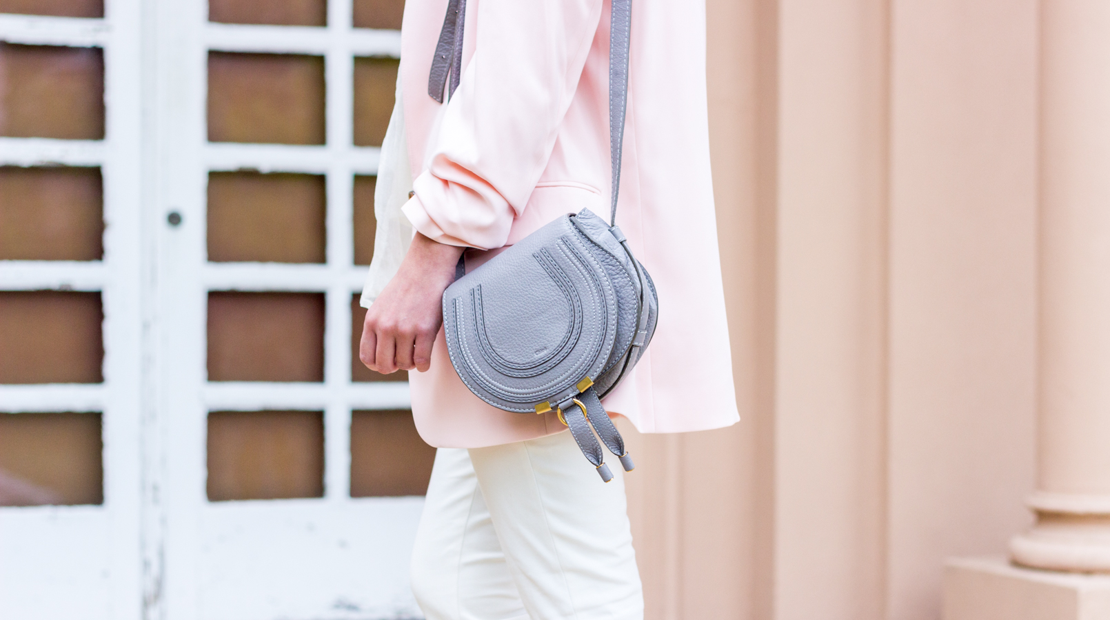 Le Fashionaire Are nudes the new black? blogger catarine martins white zara trousers oversized pale pink hm blazer mini marcie gray chloe leather bag 0800F EN