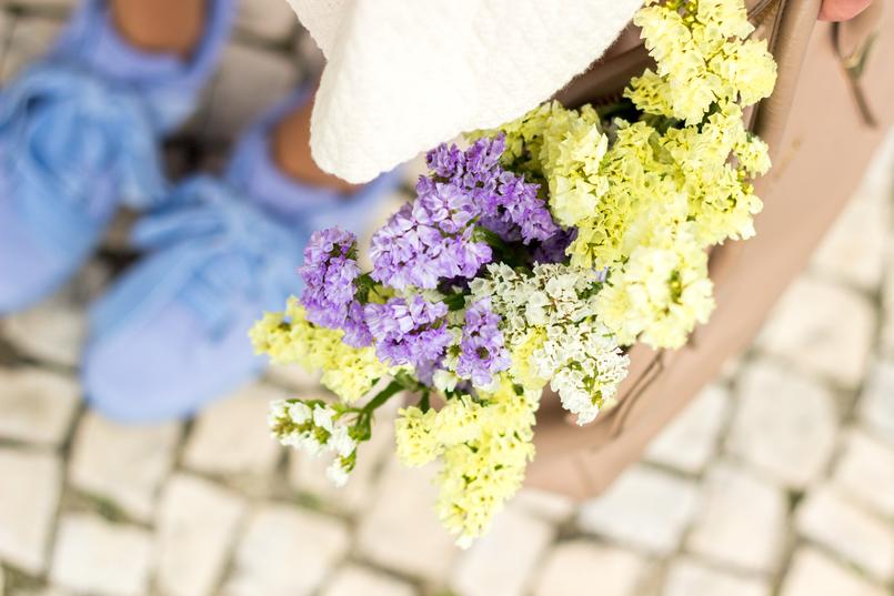 Le Fashionaire Medo da solidão blogueira catarine martins moda inspiracao puma suede heart lavanda veludo fitas furla twiggy bege dourada mala flores amarelas roxas primavera 1958 PT 805x537