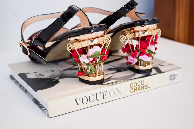Le Fashionaire Os meus sapatos da Zaful blogueira catarine martins moda inspiracao sapatos cor vinho veludo saltos dourados flores ornamentados vermelho zaful livro vogue on coco chanel 5234 PT 805x537