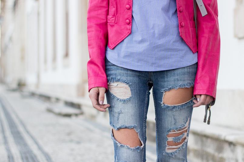 Le Fashionaire As pessoas que nos movem calcas ganga rasgadas bershka blusao rosa choque botoes antigo camisa azul riscas finas verticais brancas zara all stars converse dourado 9551 PT 805x533