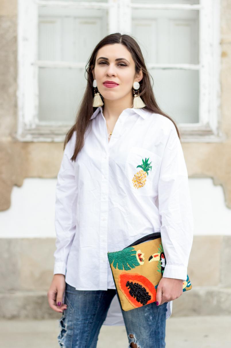 Le Fashionaire Tropical camisa branca larga oversized ananas bolso zara clutch papaia tucano pele tecido tropical mango brincos grandes brancos castanhos franjas mango 0381 PT1 805x1208