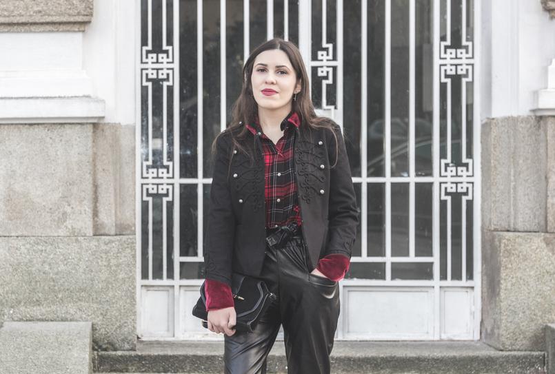 Le Fashionaire Rodeia te de quem te faz ser melhor camisa vermelha xadrez zara casaco militar vermelho preto veludo stradivarius 1924 PT 805x543