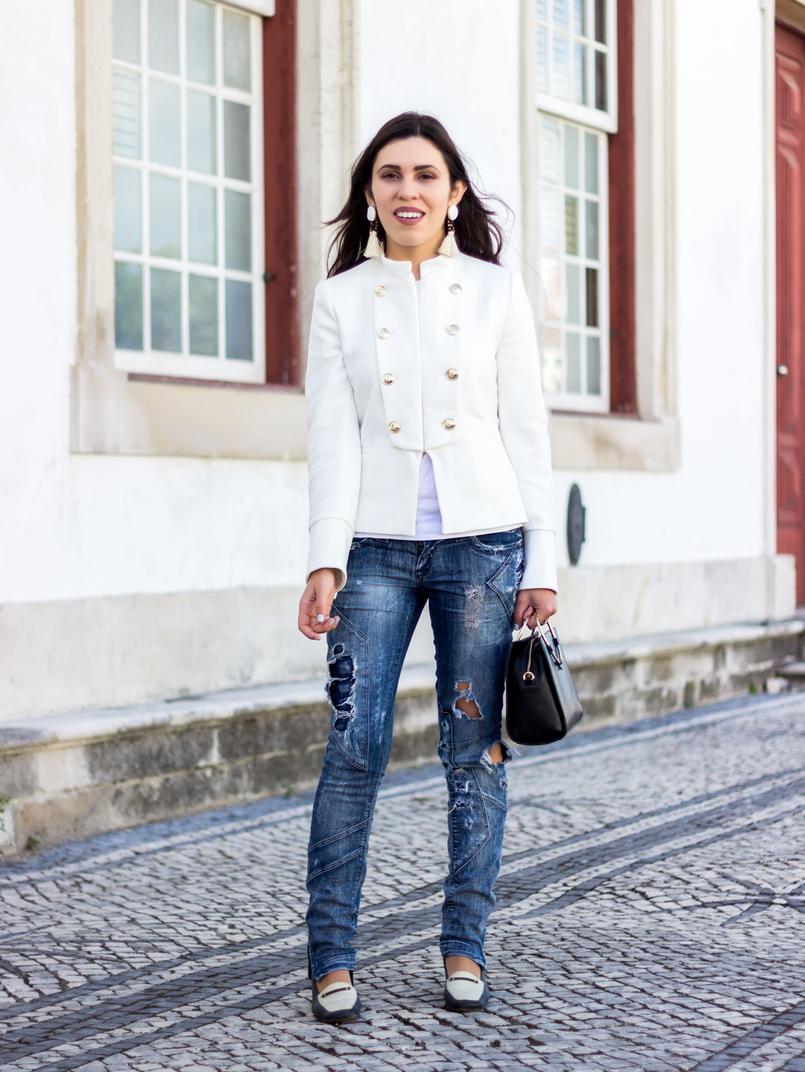 Le Fashionaire Old School casaco branco zara militar botoes dourados calcas ganga rasgadas bershka sapatos pretos brancos antigos mala preta zara argola dourada 2670 PT 805x1072