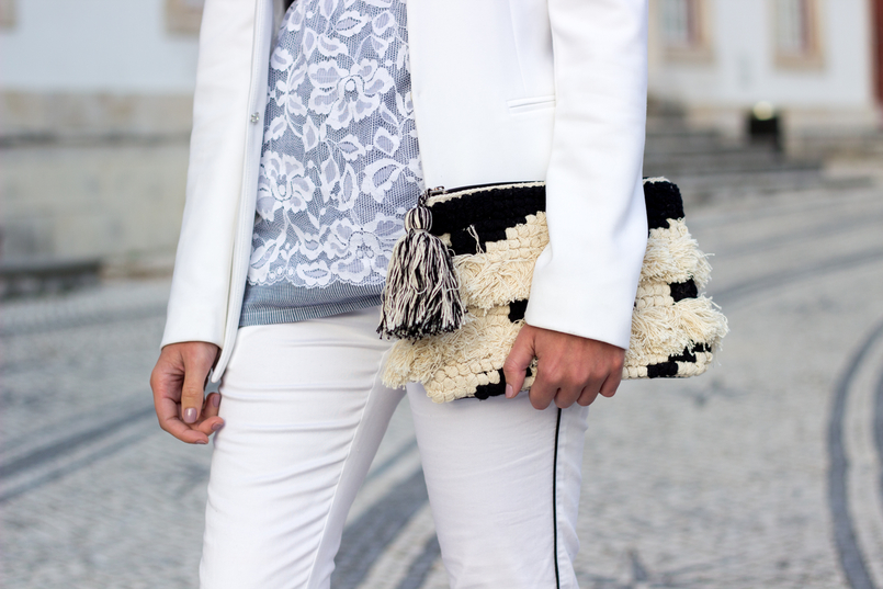 Le Fashionaire Little victories dark blue white lace navy flowers intimissimi white trousers black line stradivarius white black craft sfera tassel clutch 9881 EN 805x537
