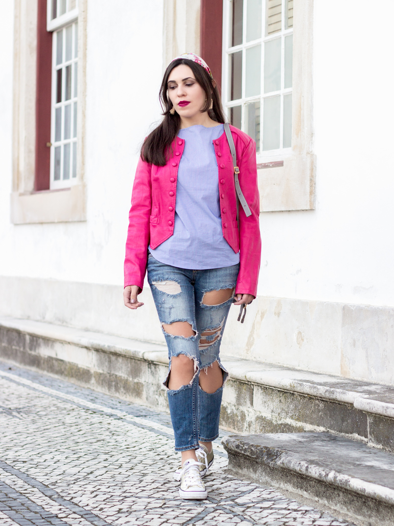 Le Fashionaire The people who matter to us denim ripped bershka jeans pink old buttons jacket blue white stripes zara shirt gold all stars converse 9504 EN 805x1076