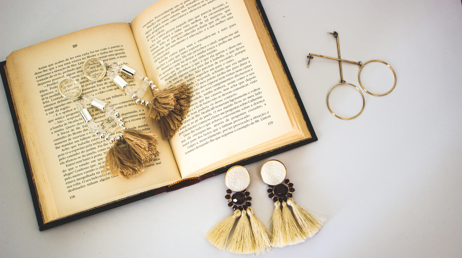 Le Fashionaire On trend: Statement Earrings earrings pale pink long fringes pvc hm gold hoop long hm old book lion pearl bold gold vintage mango 5335F EN